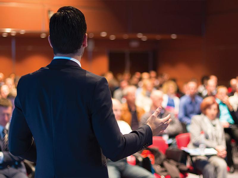 رهبری سمینار یک هنر و یک مهارت است که میتوانید یاد بگیرید.